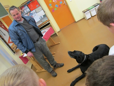 Herr Walter mit seinem Hund Rudi