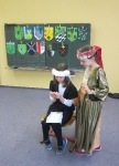 Die Kinderfrau lernt der Königstochter das Sticken
