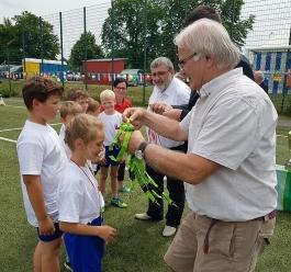 Der 3. Platz wurde von beiden Mannschaften erreicht! Die Medaille gab es von Peter Ducke!